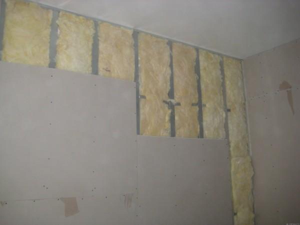 Фото – отделка стен гипсокартоном с утеплителем (монтаж на профиль).