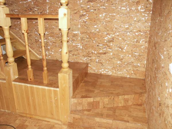 Фото – Отделка стен из пробкового покрытия.