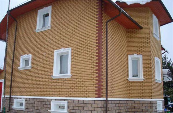Фото дома, отделанного термопанелями