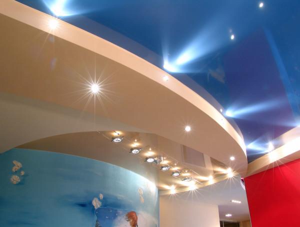 Фото: двухуровневый натяжной потолок – красиво, не так ли!