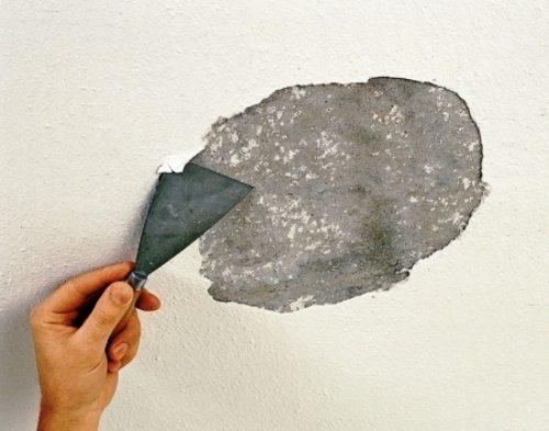 Фото: если с поверхности отслаиваются целые участки, то всю поверхность нужно очищать