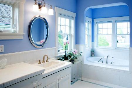 Фото эстетично оформленного интерьера ванной комнаты
