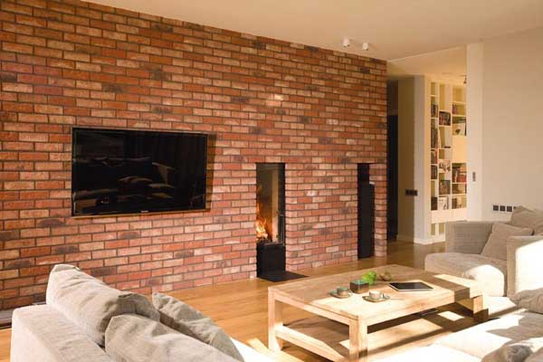 Фото кирпичной стены в интерьере гостиной