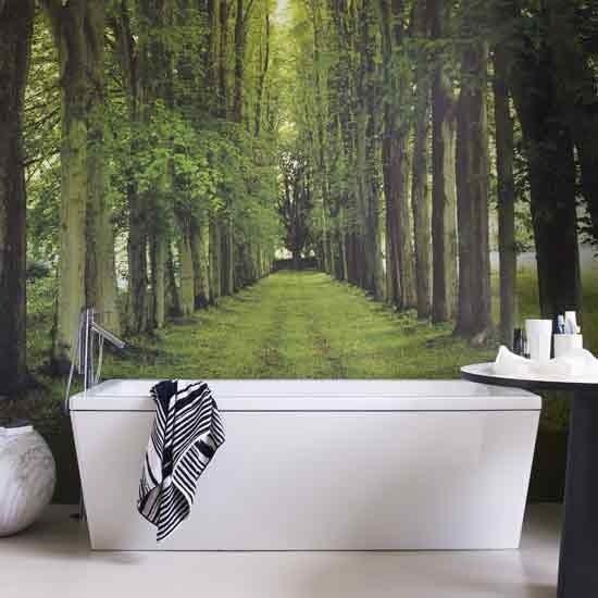 Фото леса в перспективе визуально расширит комнату.