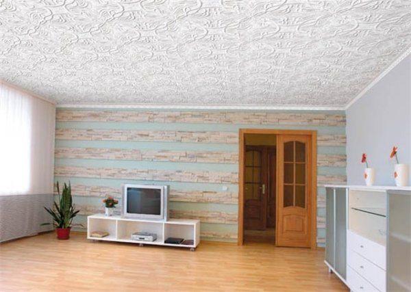 Фото помещения с потолками, отделанными пенопластовыми панелями