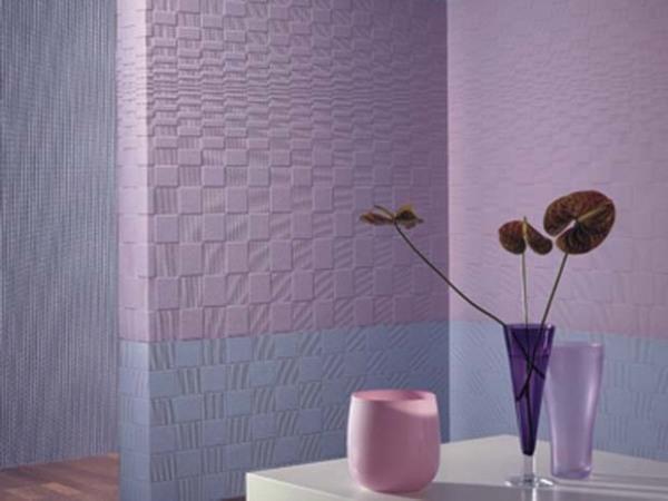 Фрагмент оформления стены прихожей стеклообоями под покраску.