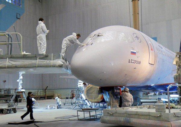 ГФ-031 используется в качестве базового покрытия при покраске гражданских авиалайнеров.
