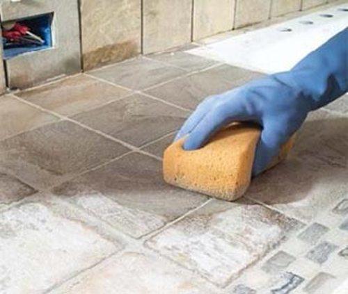 Гидрофобизация цементной затирки не даст отсыреть основанию под плиткой.