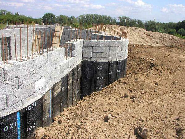 Гидроизоляция очень важна для данного участка строения, и пренебрегать ей категорически запрещено