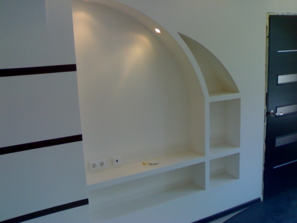 Гипсокартон позволяет не только устранить дефекты поверхности, но и создать сколь угодно сложные конструкции произвольной формы.