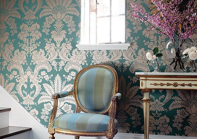 Голубая классическая отделка стен