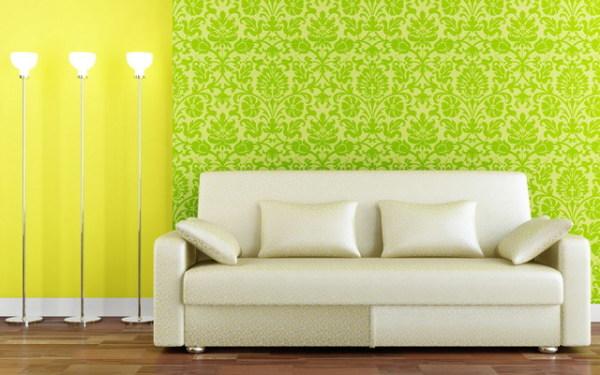 Гостиная с зелеными обоями и белой мебельюсмотрится особо выигрышно