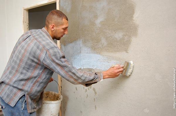 Грунт улучшит качества основы и сцепку плитки с нею.