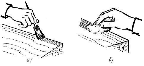 Грунтовка пиломатериалов: а) кистью, б) тампоном