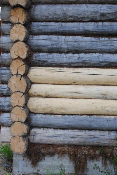 Грунтовка уже застарелого деревянного материала должна быть произведена с особой тщательностью в два, три слоя с соблюдением всех технологий обработки и восстановления дерева