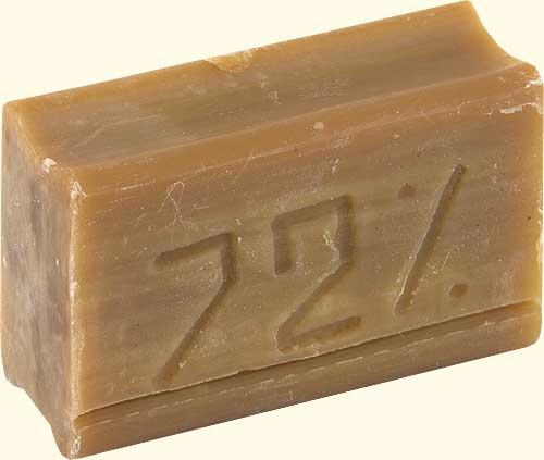 Хозяйственное мыло – отличное средство для удаления чернил с виниловых обоев