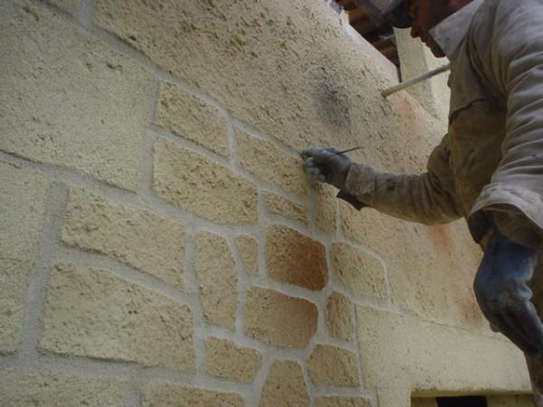 Имитация каменной кладки на фасаде загородного дома