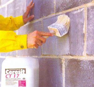 Инструкция нанесения рекомендует использовать широкую мягкую прямоугольную кисть и всё делать своими руками – валик и краскопульт менее предпочтительны