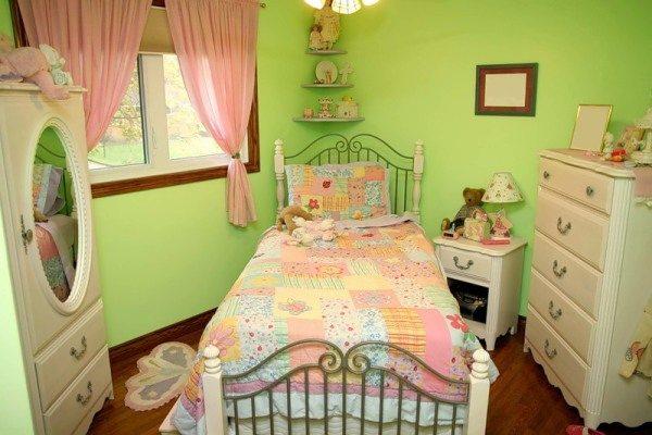 Использование акриловой краски в детской комнате