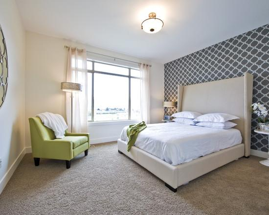 Использование белых обоев в спальной комнате