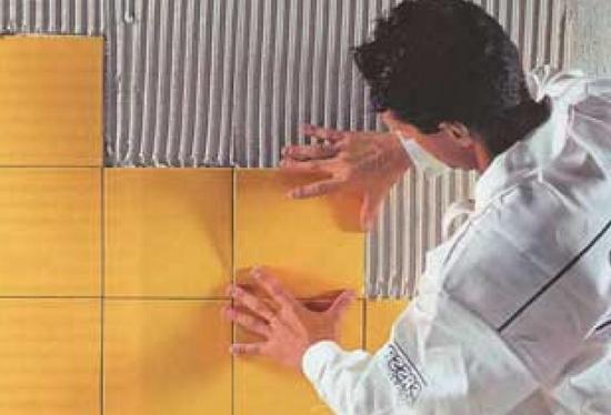 Использование плитки считается одним из самых верных решений для помещений данного типа