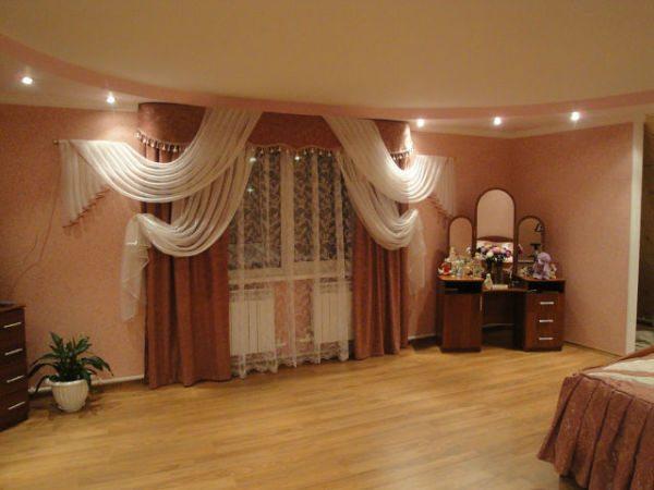 Использование подобных сочетаний для оформления гостиной или банкетных залов