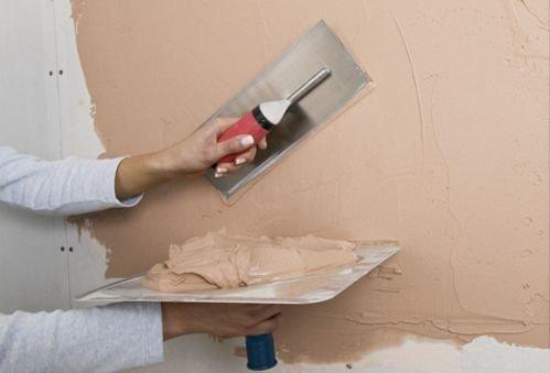 Использование шпатлевки для выравнивания стен