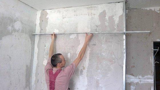 Использование строительных маяков для выравнивания стен