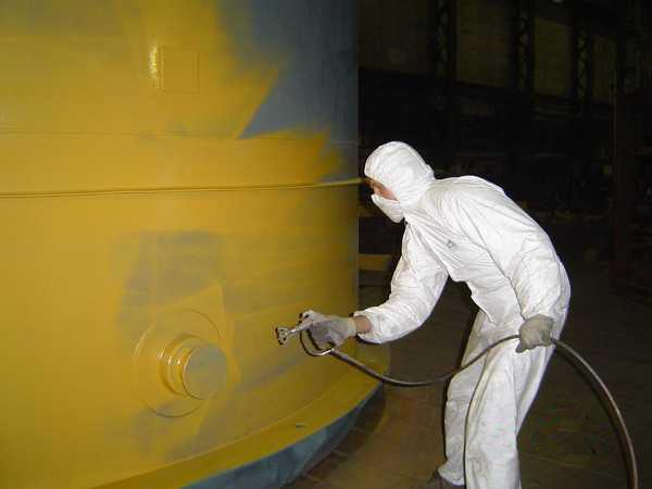 Из-за высокой токсичности материал наносят с использованием средств индивидуальной защиты.