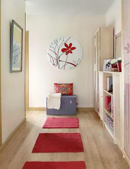 К этому помещению не совсем подходит понятие «красивые обои на коридор», здесь гораздо лучше руководствоваться их функциональностью и уместностью