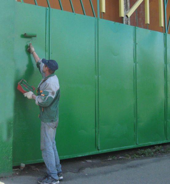 Как покрасить железные ворота валиком