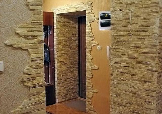 Как видите, камнем можно достойно украсить углы и дверные проемы