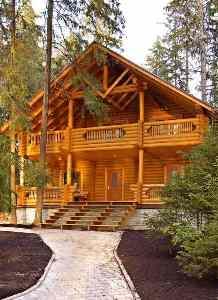 Какой краской покрасить деревянный дом снаружи - каждый решает сам, главное, чтобы она выполняла свои защитные функции и отвечала общему дизайну сооружения