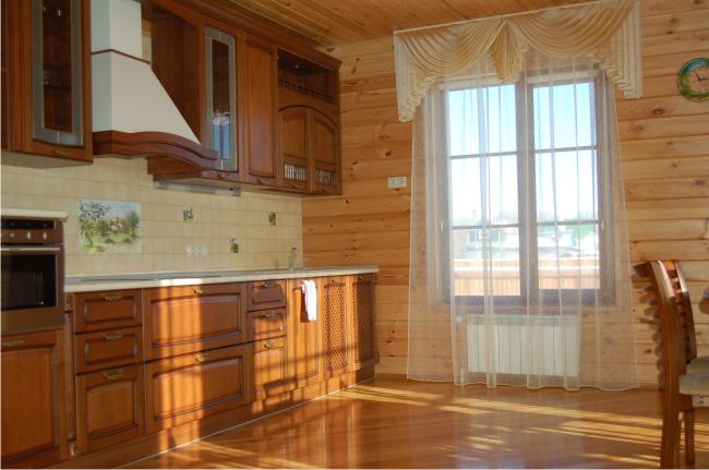 Керамика идеальна для влажных помещений, например, для кухни.