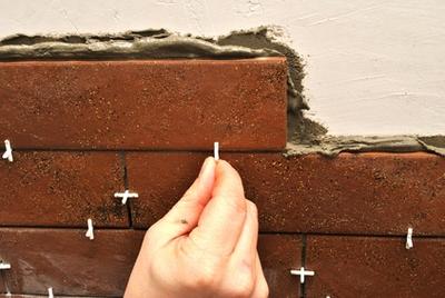 Клинкерная плитка после укладки практически неотличима от кирпичной кладки