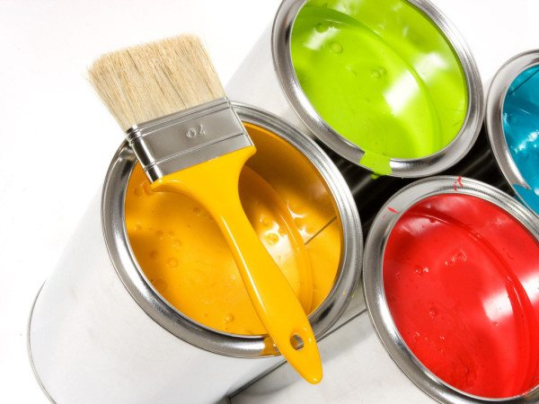 Конкуренты могут быть более яркими и доступными, обладать лучшей адгезией, но краски натуральные все равно в большом почёте