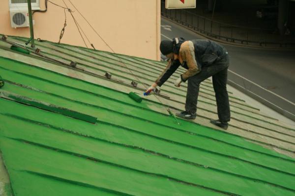 Красить металлическую крышу не так сложно, как может показаться поначалу