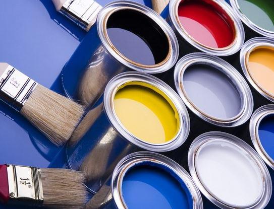 Краска для дерева для наружных работ пестрит разнообразием цветов, но пользоваться ими нужно очень аккуратно, чтобы не превратить свой дом в индейский «фигвам»