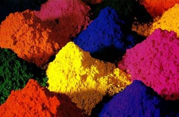 Красящие вещества обычно представляются в виде порошков, а для малярных работ их понадобится много
