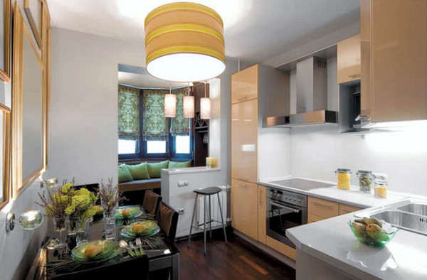 Кухня площадью 10 метров, все стены которой окрашены акриловыми красками
