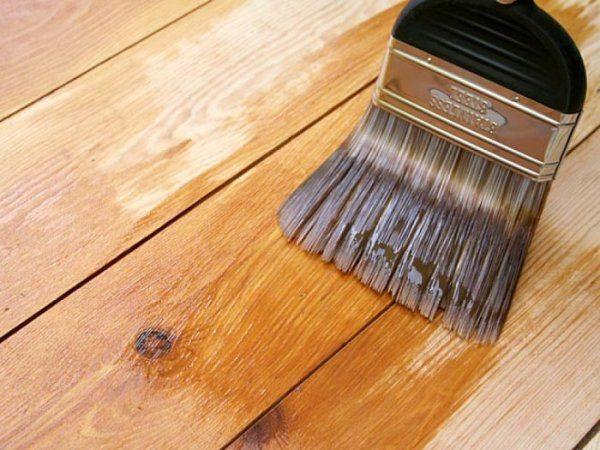 Лакирование позволяет сохранить естественную окраску деревянной вагонки.