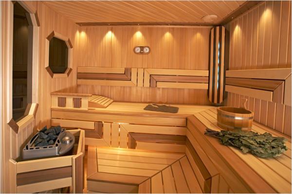 Любительское фото готовой парилки отделанной древесиной