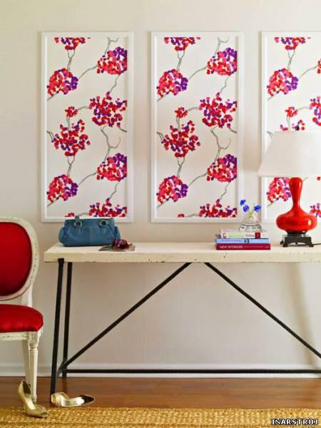 Любительское фото интерьера, в котором используются картины, созданные на основе обоев с определенным рисунком
