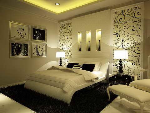 Любительское фото оригинального оформления комнаты обоями с использованием различных декоративных элементов