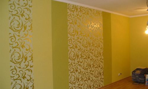 Любительское фото помещения с комбинированием из трех видов обоев