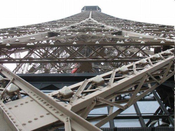 Любой производитель может только мечтать, чтобы его грунтовка красовалась над Парижем, но эти мечты вполне осуществимы – ГФ-0119 именно для такого материала