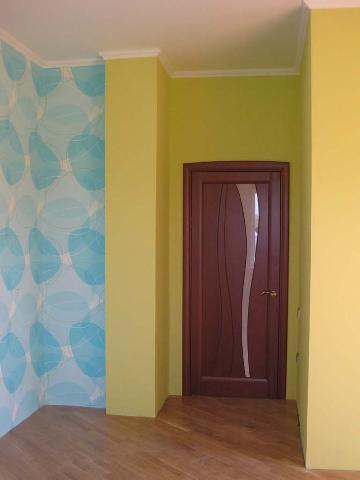 Маленькое помещение лучше не перегружать узорами и яркими рисунками.