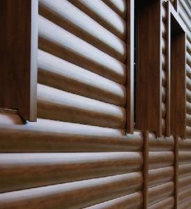 Материалы, которые имитируют древесину, сложно отличить от натуральных бревен.
