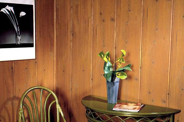 МДФ очень напоминает древесину, но плохо переносит сырость и легко повреждается