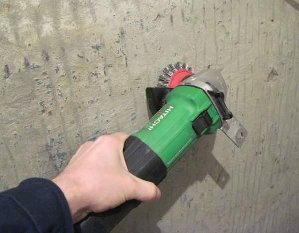 Механическая зачистка стены.